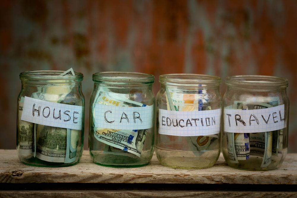 Hoe geld besparen? Maak verschillende spaarpotjes voor je gezin