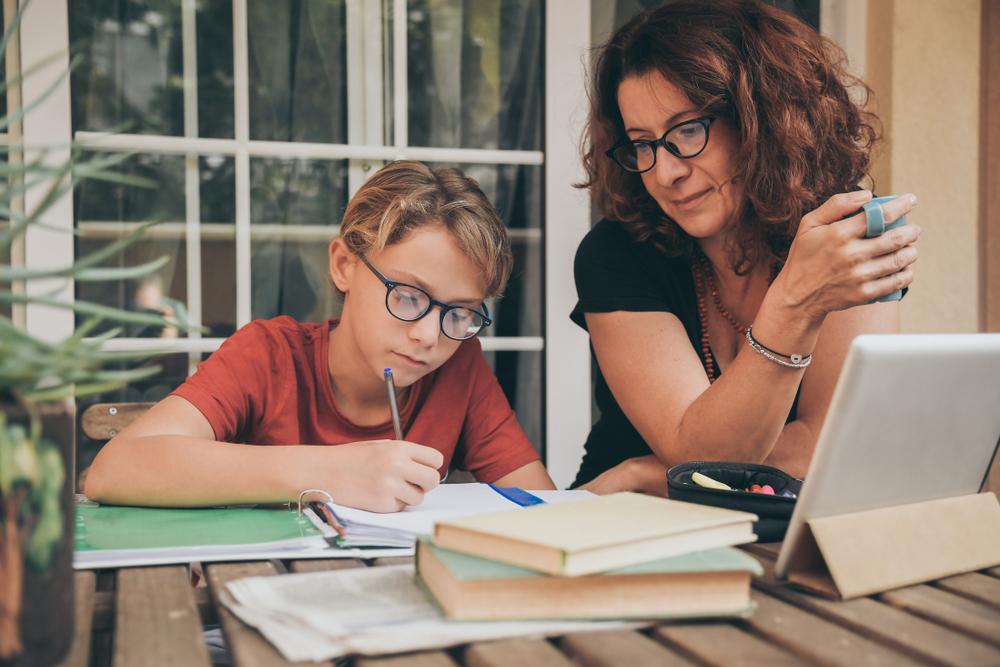Je kind met huiswerk helpen? Lees onze handige tips!