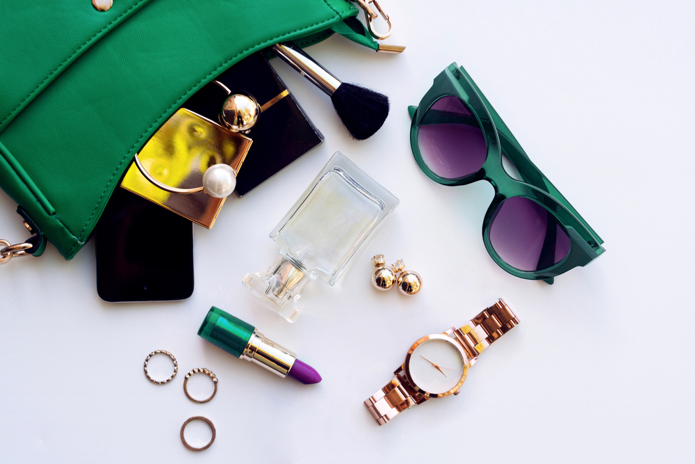 What's in your bag? 10 handige spullen voor in je zakentas!