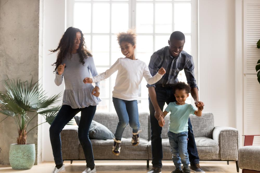 Welke leuke dingen kun je binnenshuis met je kinderen doen? 18 tips!