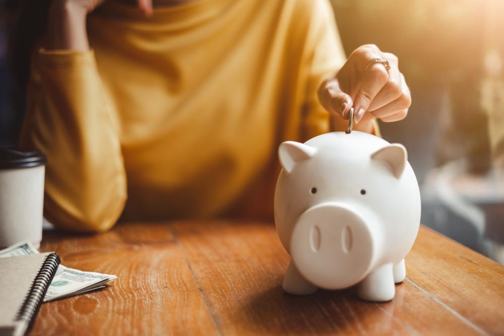 Geld besparen: welke doorlopende kosten en abonnementen kun je stopzetten?