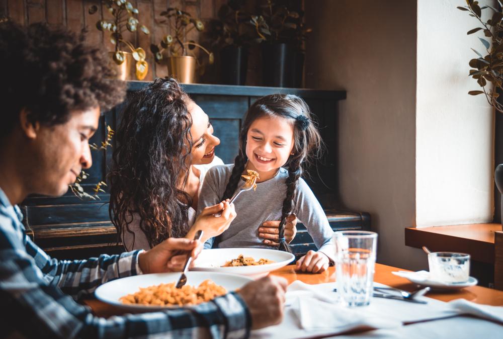 5 tips om het avondeten leuker te maken voor je kinderen