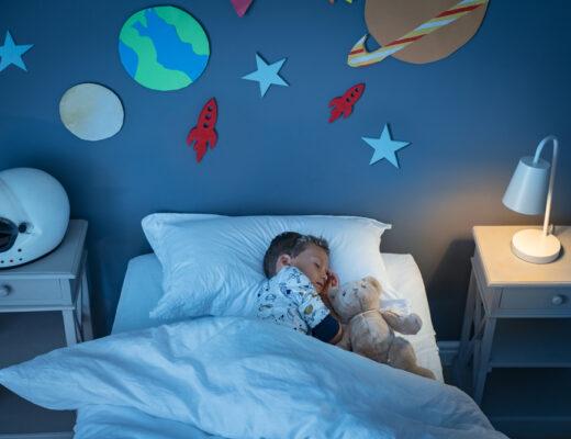 Is je kind 's nachts vaak wakker? Zó zorg je dat je kind beter doorslaapt!